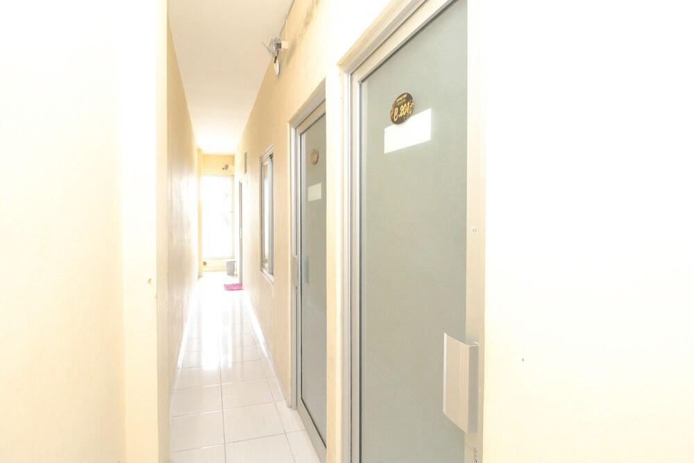 Gallery image of RedDoorz near RSUD Margono Purwokerto 2