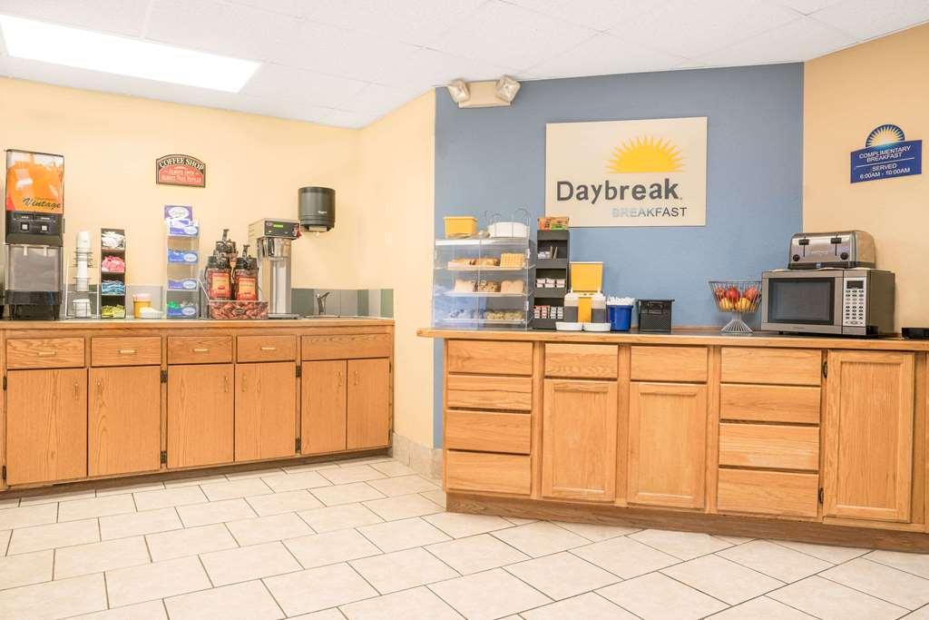 Gallery image of Days Inn by Wyndham Alexandria MN