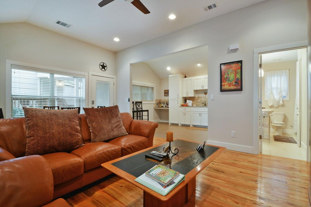 2BR Renovated Austin Coach House by RedAwning