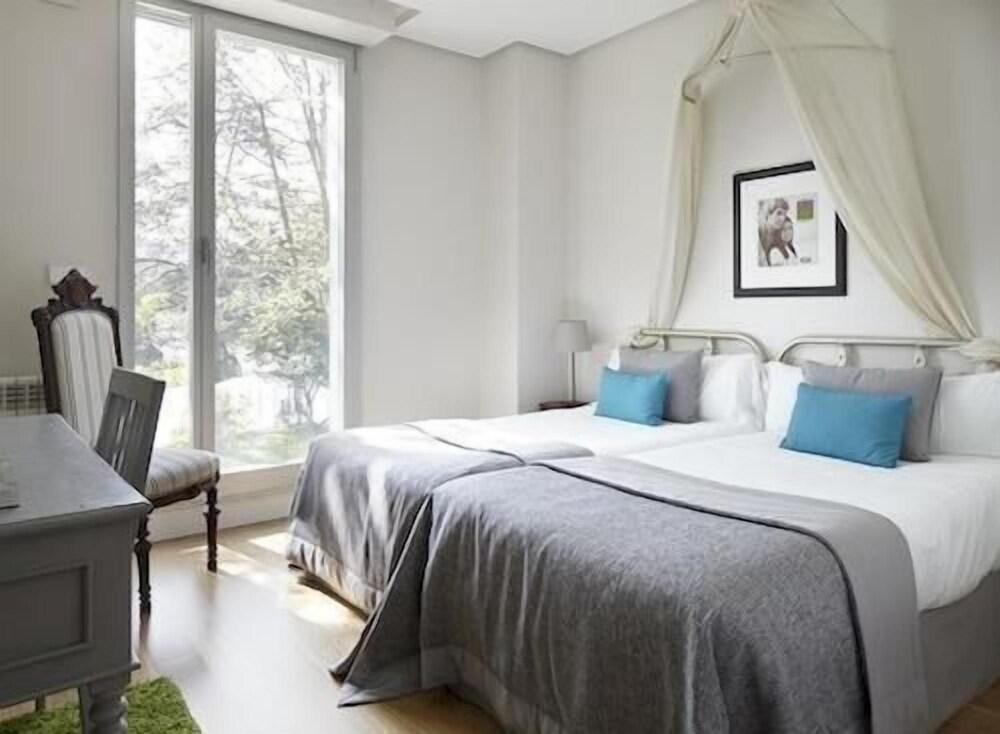 Amara Astoria Luxury Apartments