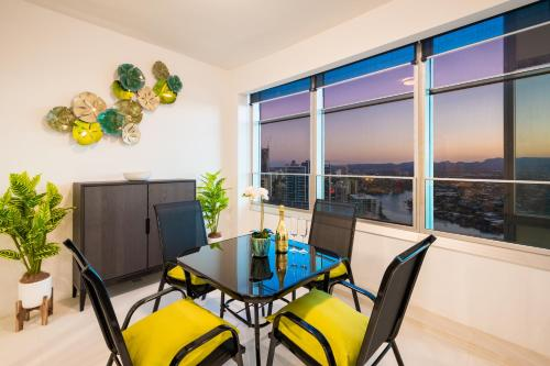 29 F Private Apartment in Iconic Q Resort & Spa. Ocean & River Views
