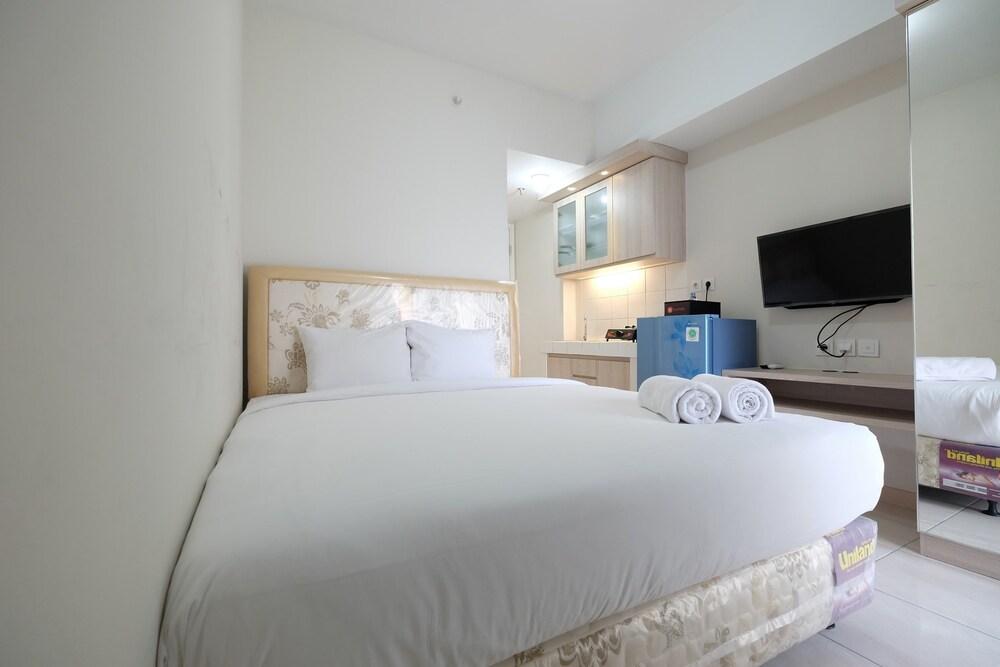 Minimalist Studio Room at The Springlake Apartment Sumarecon Bekasi