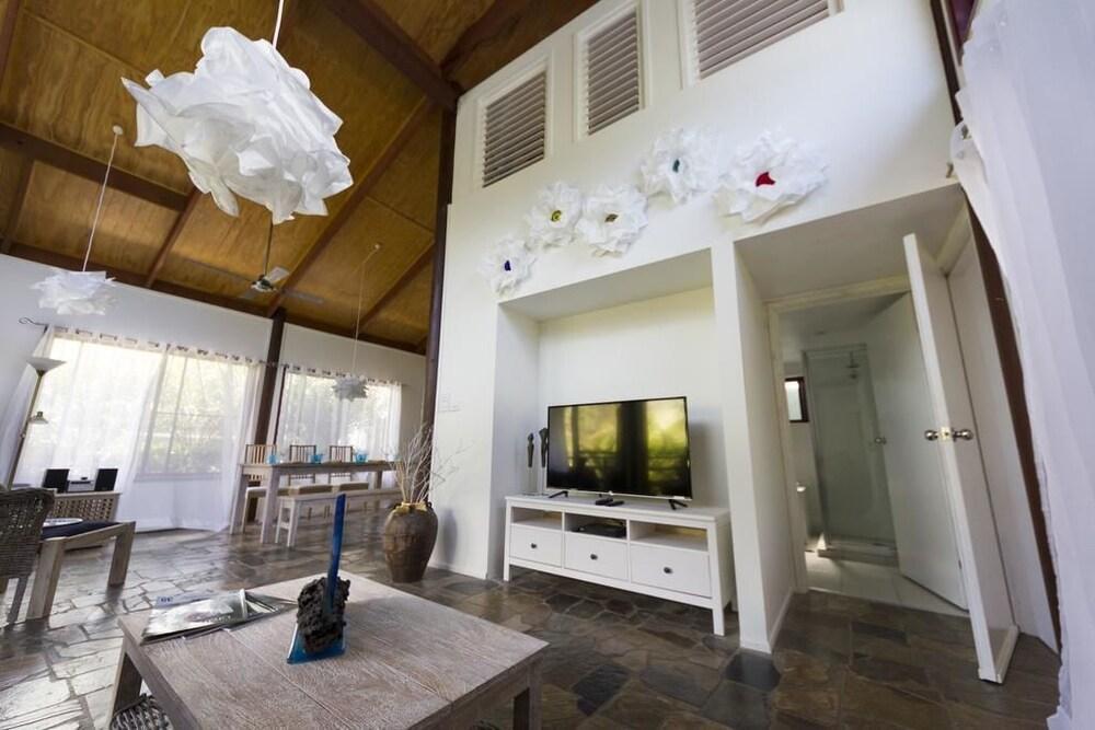 Garasu Lodge