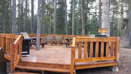Gallery image of Johnston Canyon Lodge & Bungalows