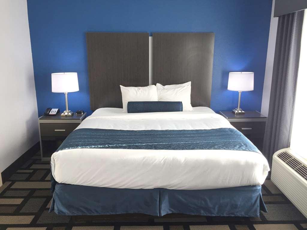 Gallery image of Best Western Plus Birmingham Inn & Suites