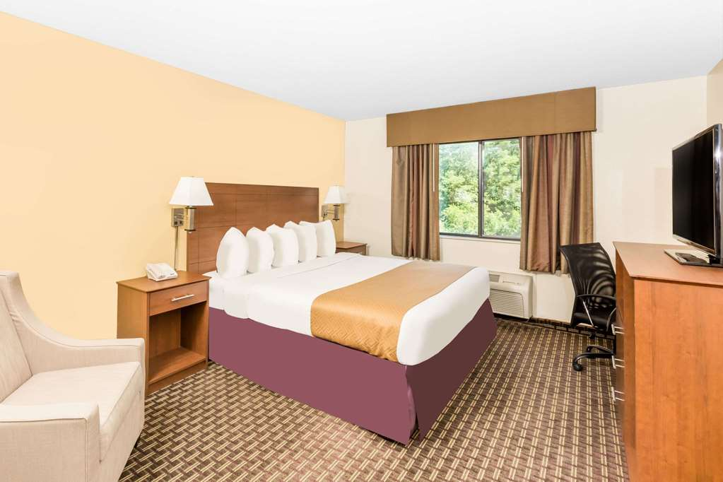 Gallery image of Days Inn by Wyndham Des Moines Merle Hay