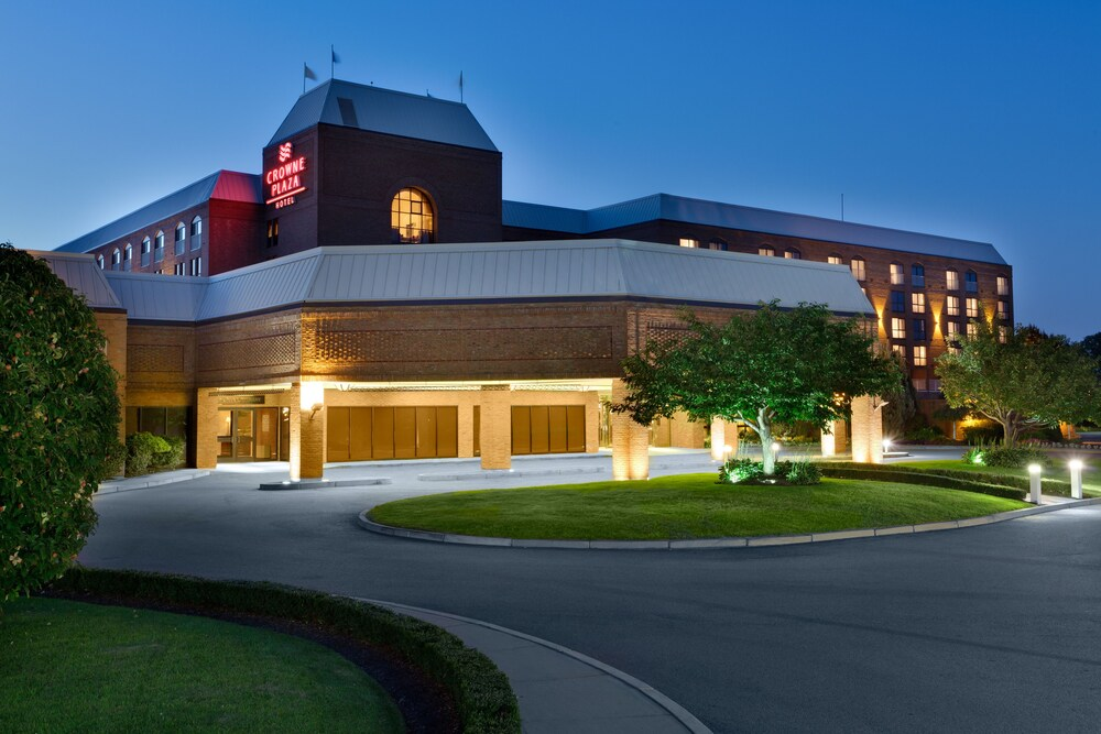 Gallery image of Crowne Plaza Providence Warwick Airport