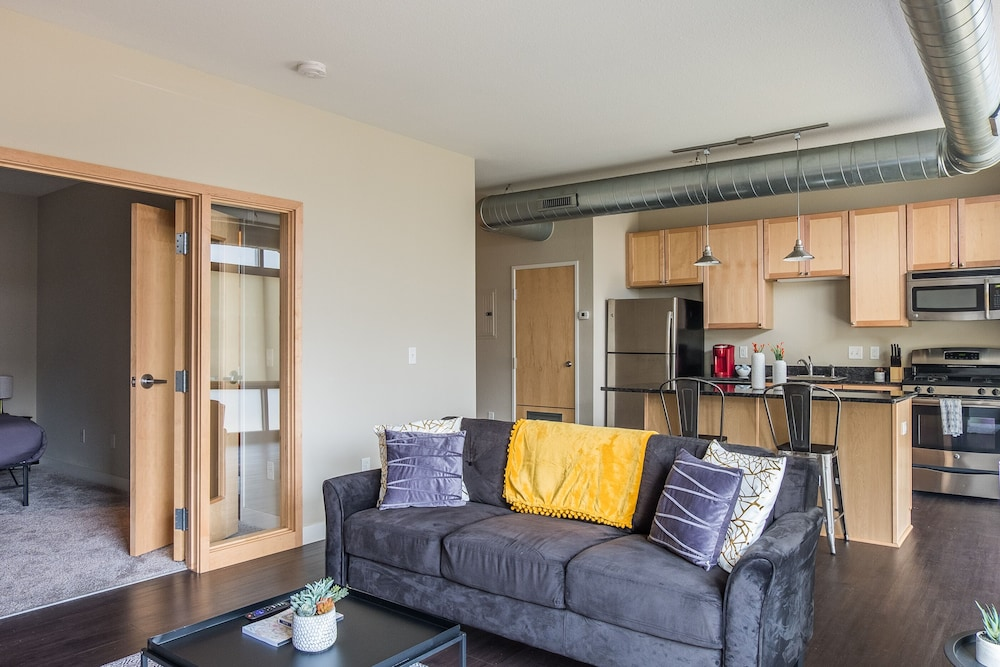 Stunning Apts near Downtown by Frontdesk