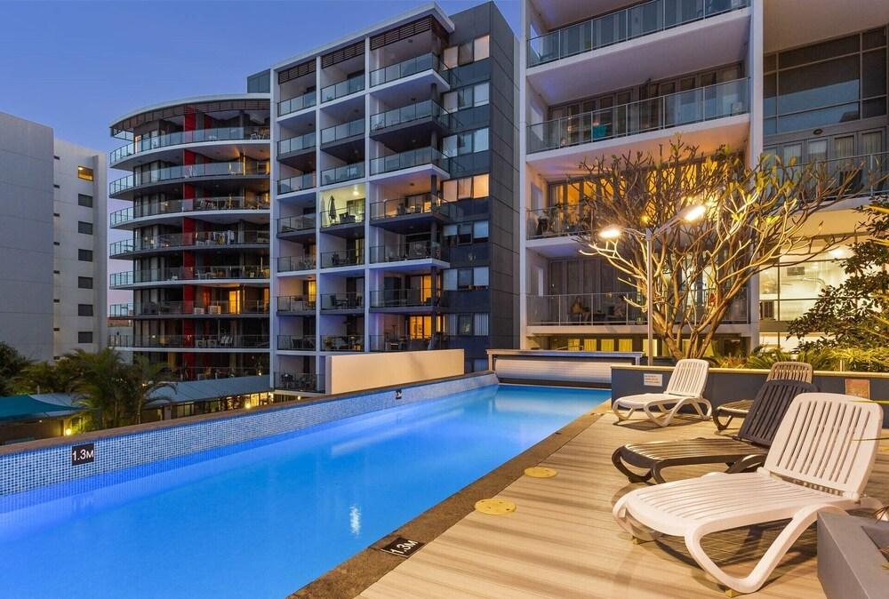 Saffron River View Apartment