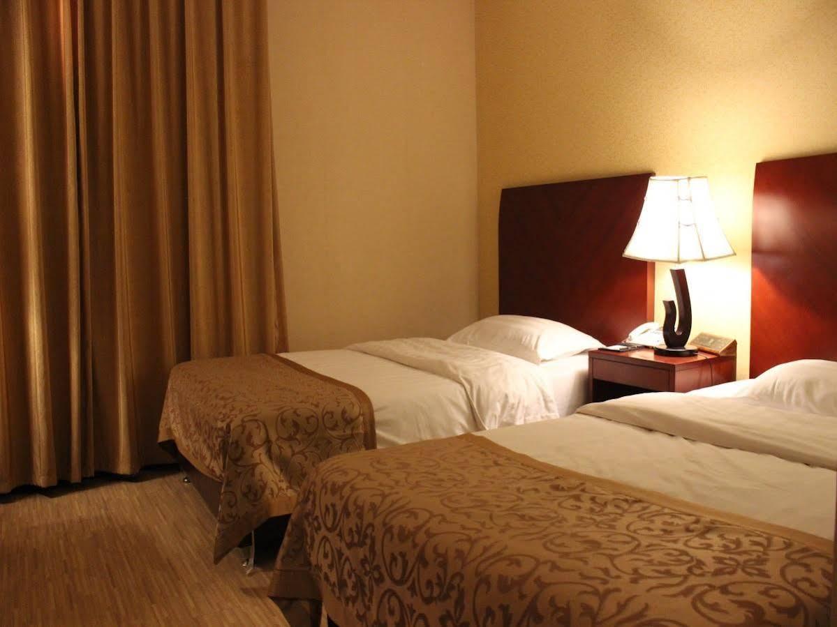 Eagle Canyon Hotel