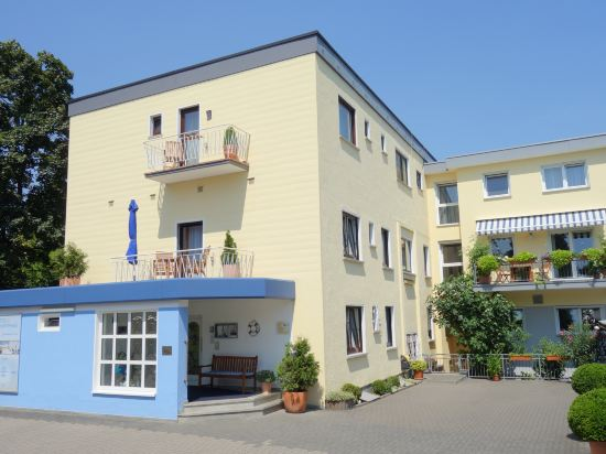 Gallery image of Hotel am Schwimmbad