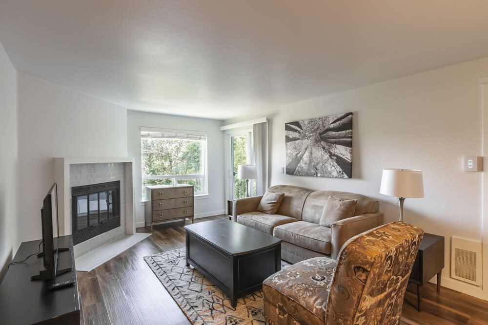 SoBe Westlake Apartments