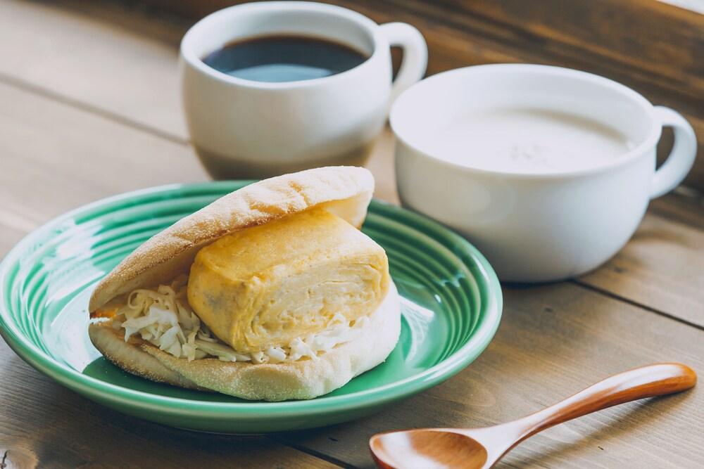 Mezamashi Sandwich Hostel