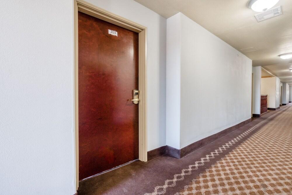 Gallery image of OYO Townhouse Wichita Falls West