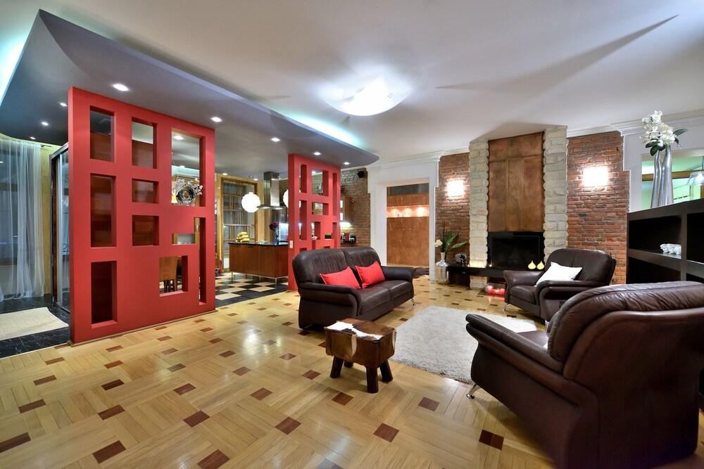 BELLE apartment on Italianskaya