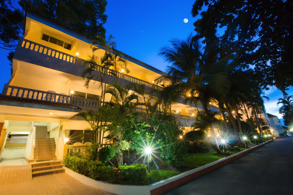 Gallery image of Twin Palms Resort