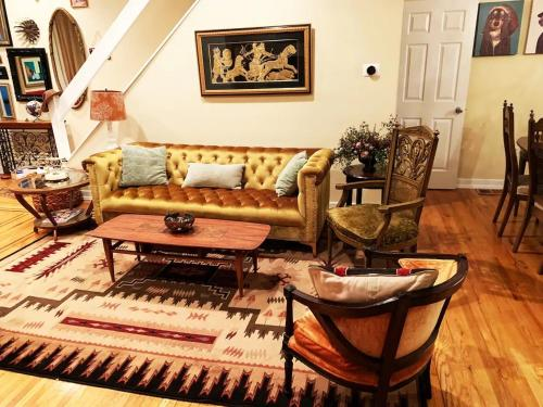 MASSiVE Bohemian Oasis in Philly 5 Bdrm Sleeps 12