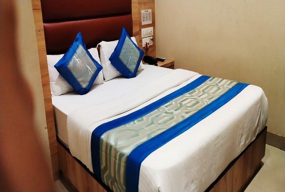 Hotel Sai Suites Near Dadar Station