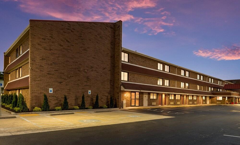 Gallery image of Red Roof Inn PLUS Columbus Worthington