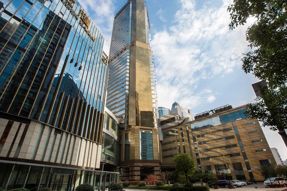 Golden Eagle Crown Executive Apartment