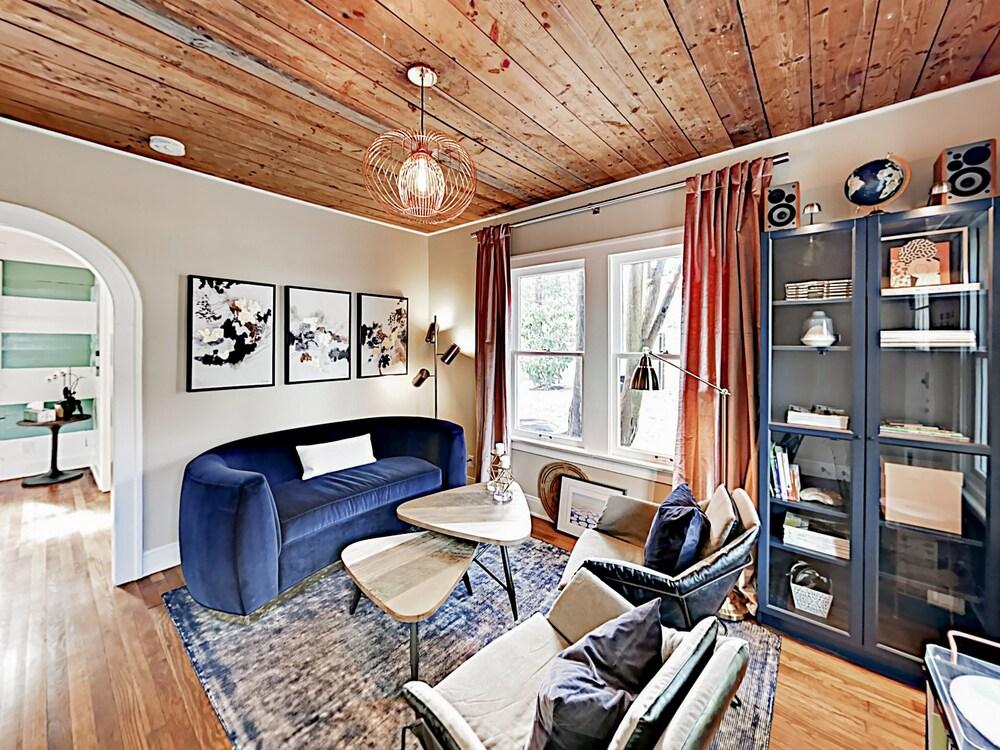 Travis Heights Bungalow 2 Br Cottage