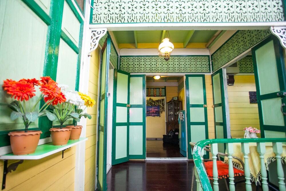 Laksameenarai Guesthouse Hostel