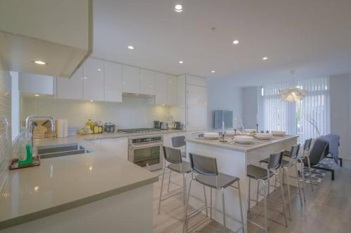 Spacious&BrandNew Townhouse@Metrotown for 10 guest
