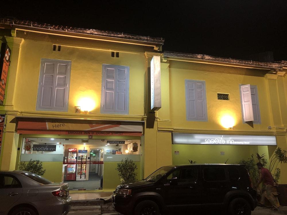 Snooze Inn Dunlop Street Hostel