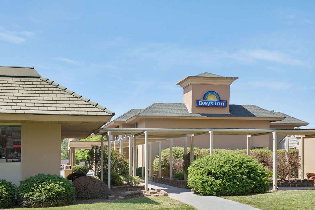Days Inn by Wyndham Charlotte Woodlawn Near Carowinds