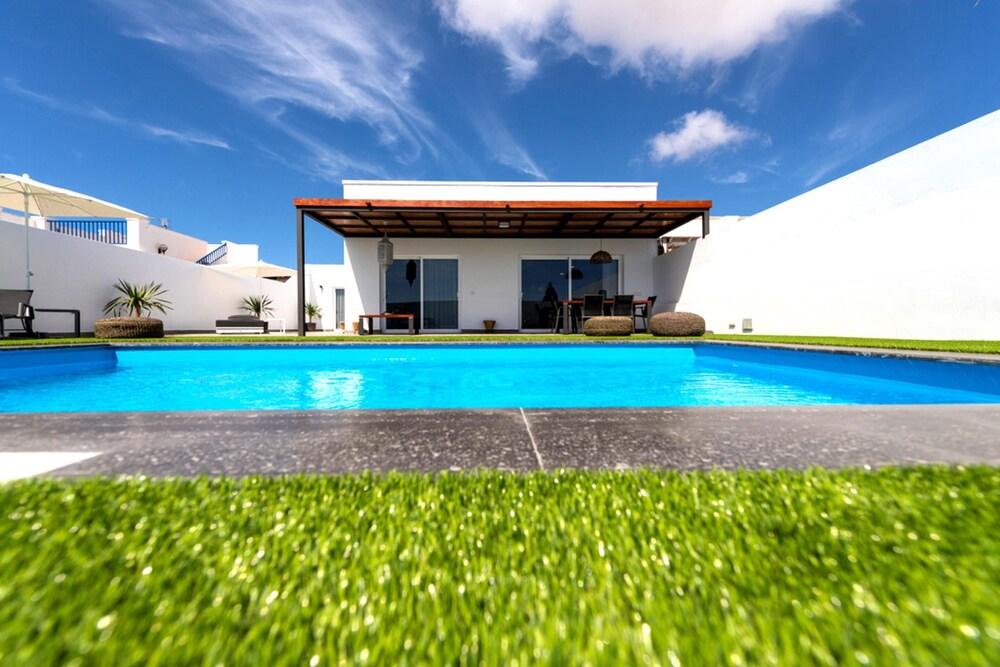 Superior Villa With Pool in Playa Blanca Lanzarote MT