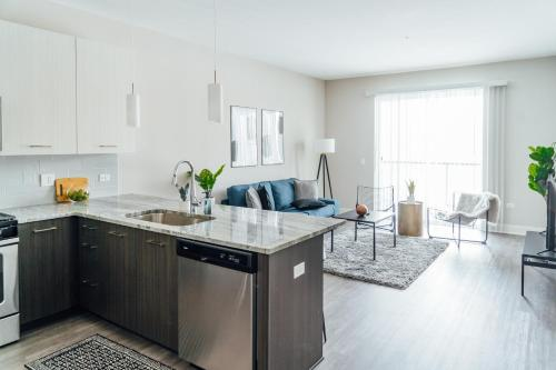 Spacious Condo Near OHare and Midway Airport OAK11