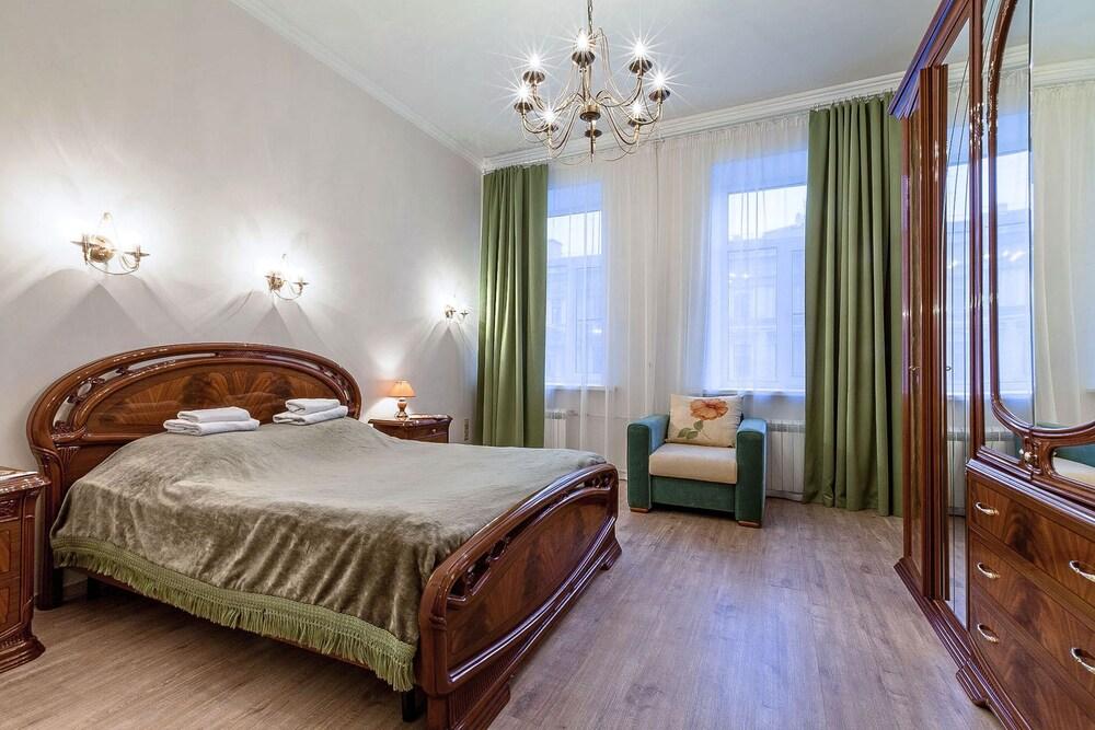 Apartments on Marata 4