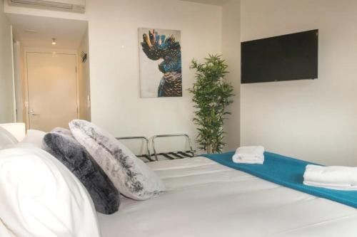 1 Bedroom Studio Apartment Near Eagle Street