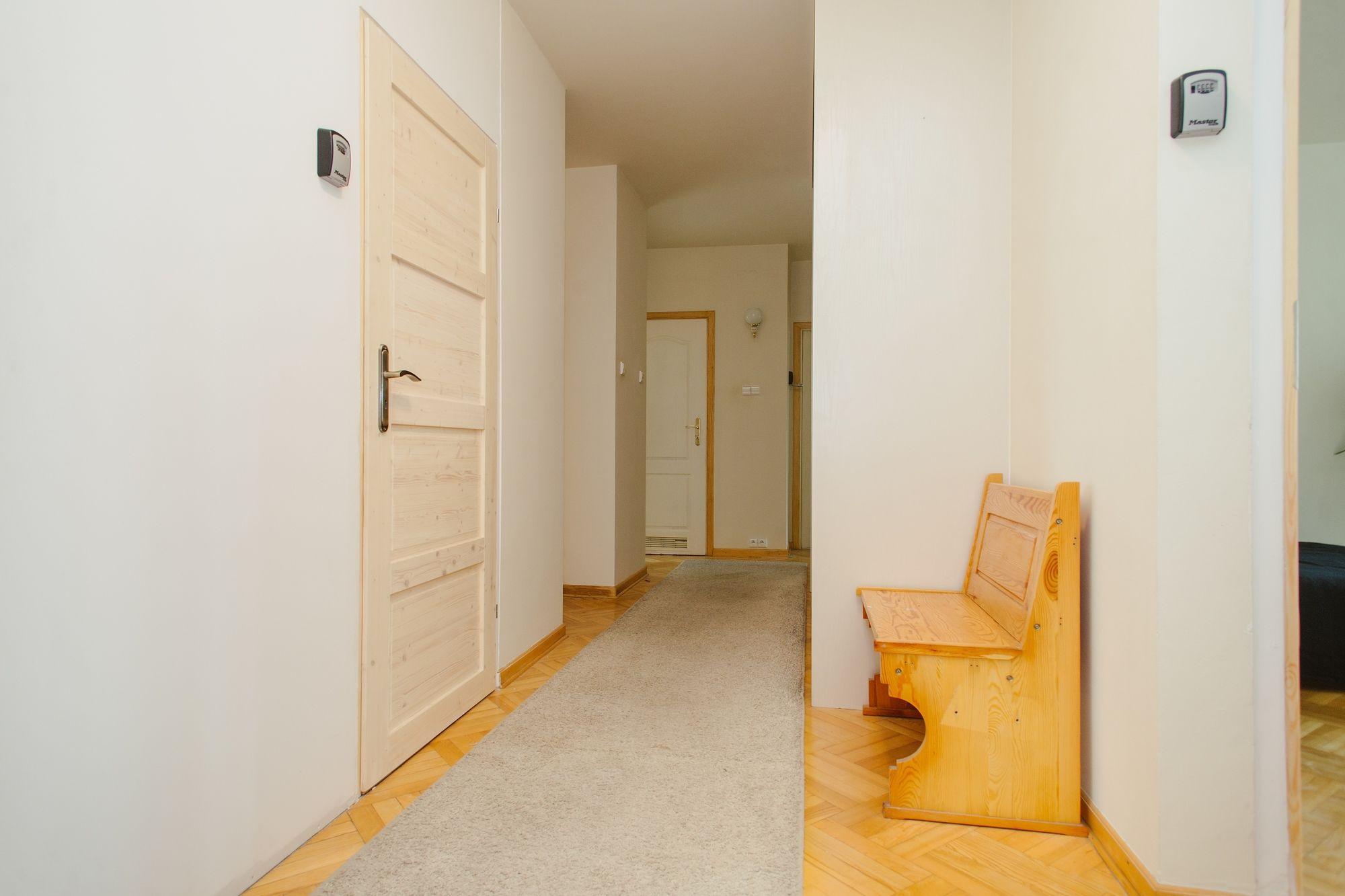 Lucka Rooms My Sweet Lord B24.4