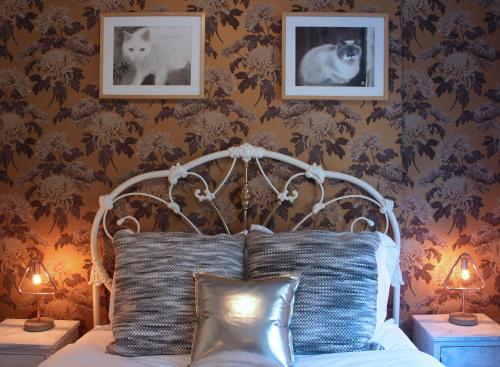 Stylish & Elegant Artistic Home 1BR Den
