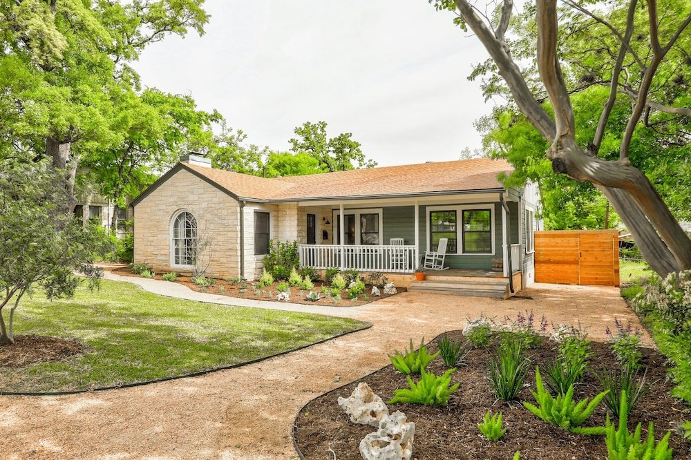 New Listing Chic Craftsman W Large Private Yard 3 Bedroom Home