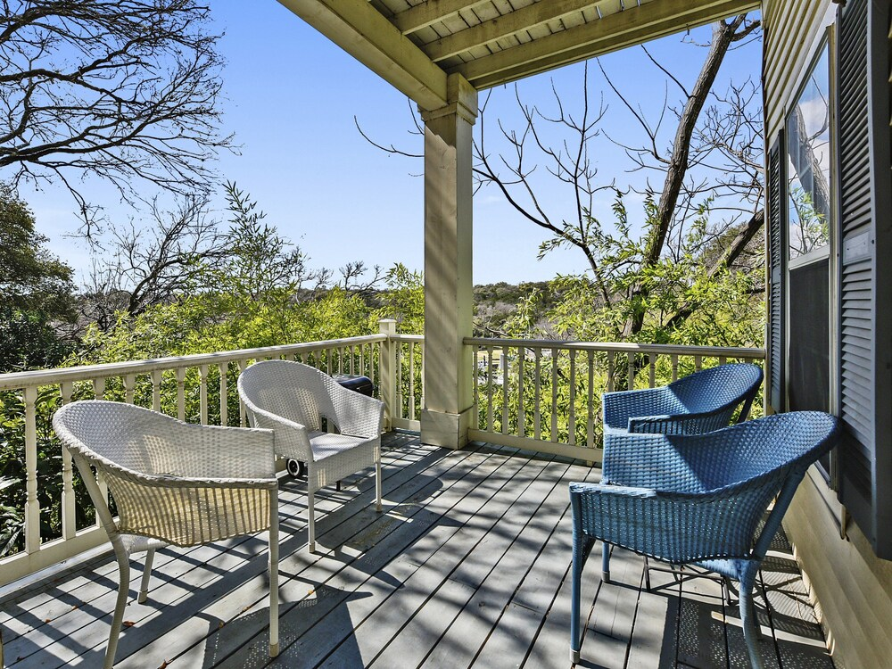 Sun Drenched Austin Guesthouse by RedAwning