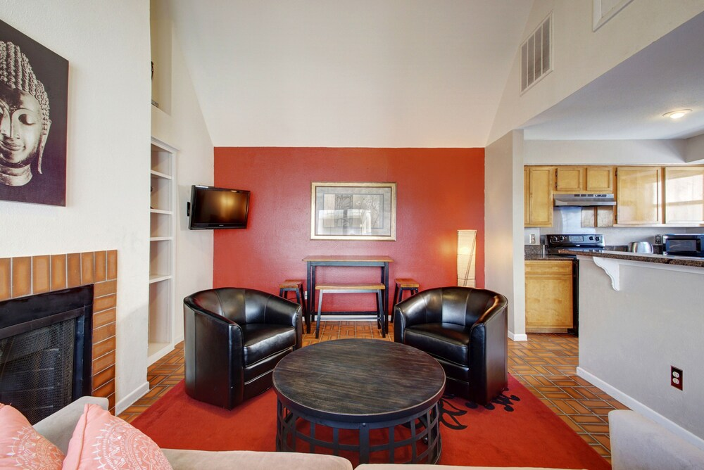 AustinStays 2 Bedroom Downtown Suite