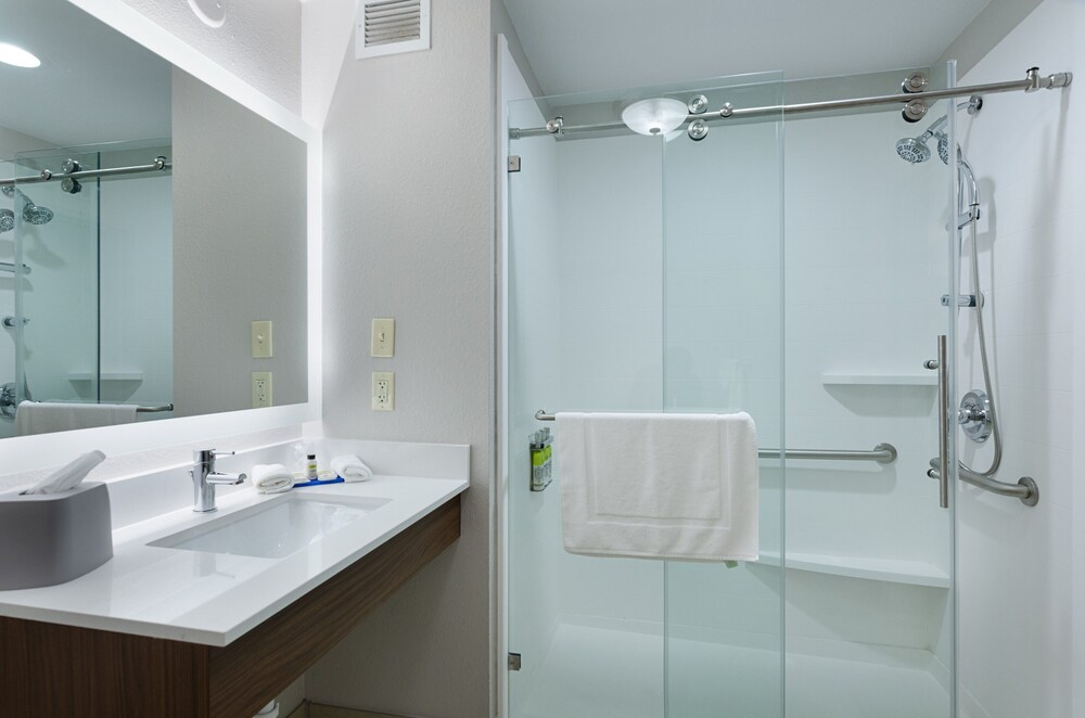 Gallery image of Holiday Inn Express Hotel & Suites Weston