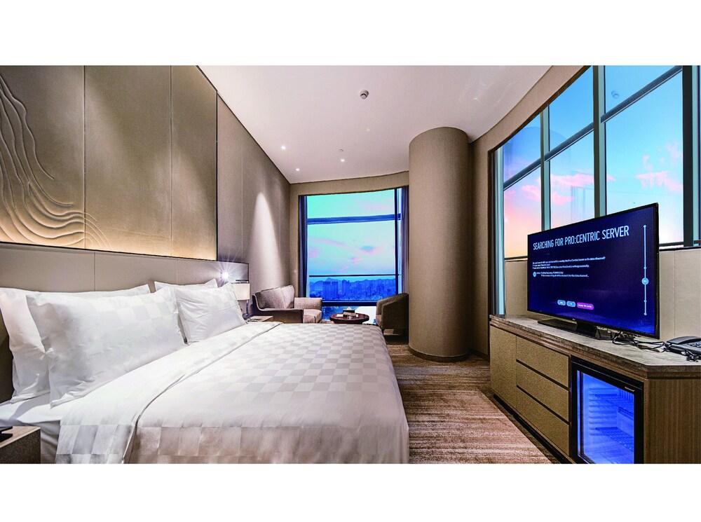 Golden Eagle Summit Hotel Nanjing China