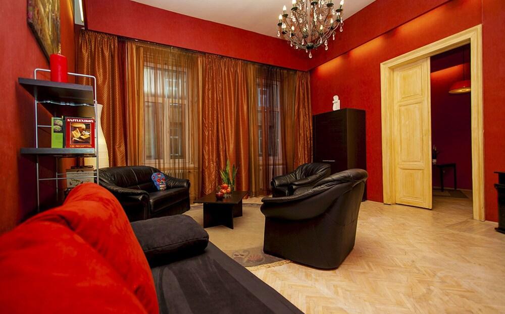 Ginestrata Apartment