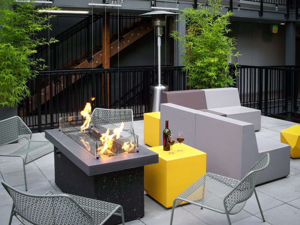 New Listing Chic Capitol Hill W Courtyards 1 Bedroom Condo