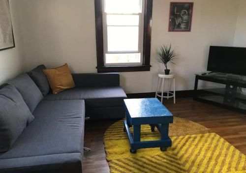 Hip apartment minutes from downtown