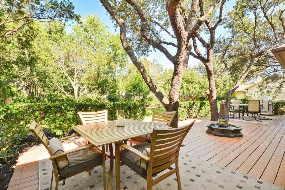 4BR 2BA Cottage at Lake Austin by RedAwning