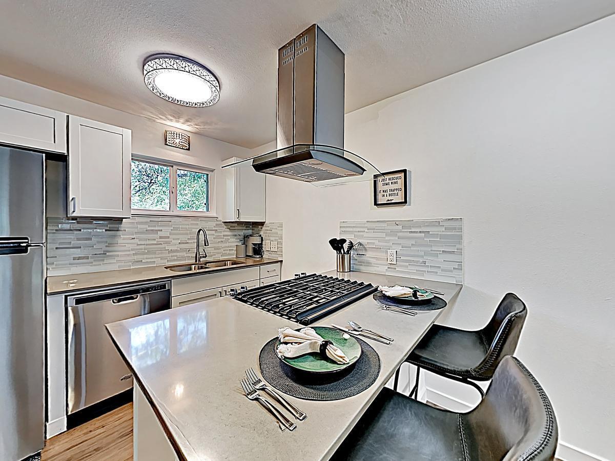 New Listing Travis Heights Haven Near Trendy Soco 2 Bedroom Condo