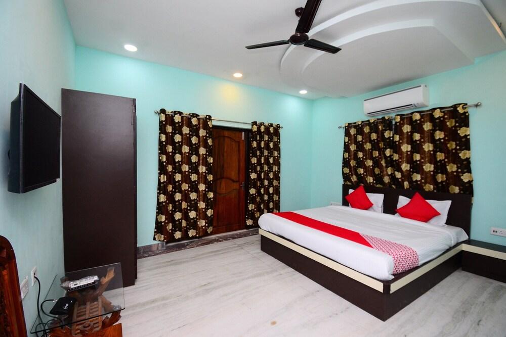 OYO 30742 Amita Guest House