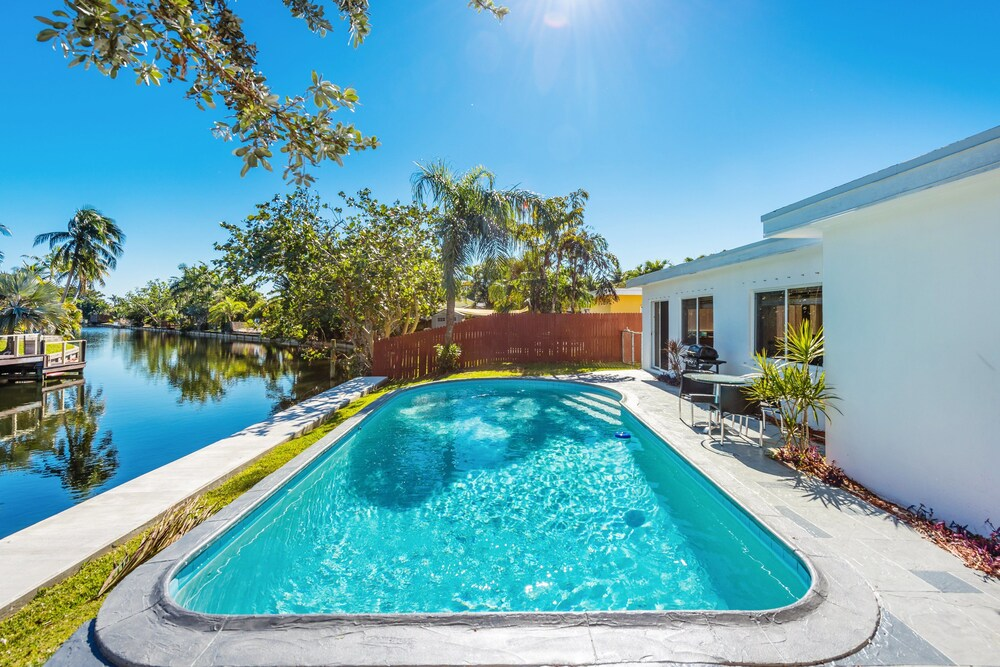 Tranquil 2br W Pool On Waterfront 2 Bedroom Home