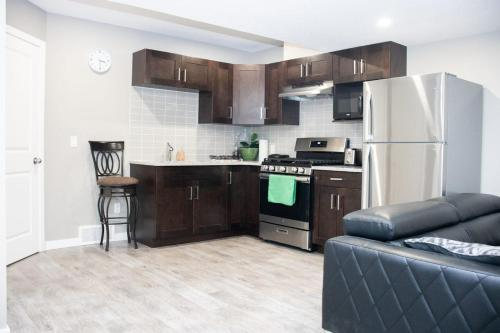 StylishSerene 2bedroom suit in the heart of Calgary