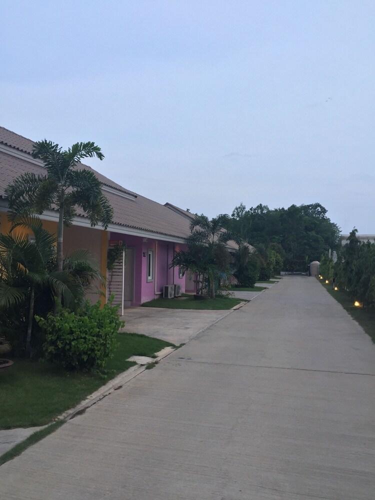 Piyarom Resort