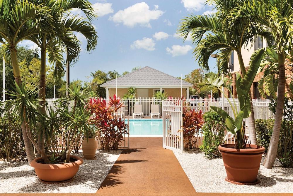 Gallery image of Hampton Inn & Suites Tarpon Springs